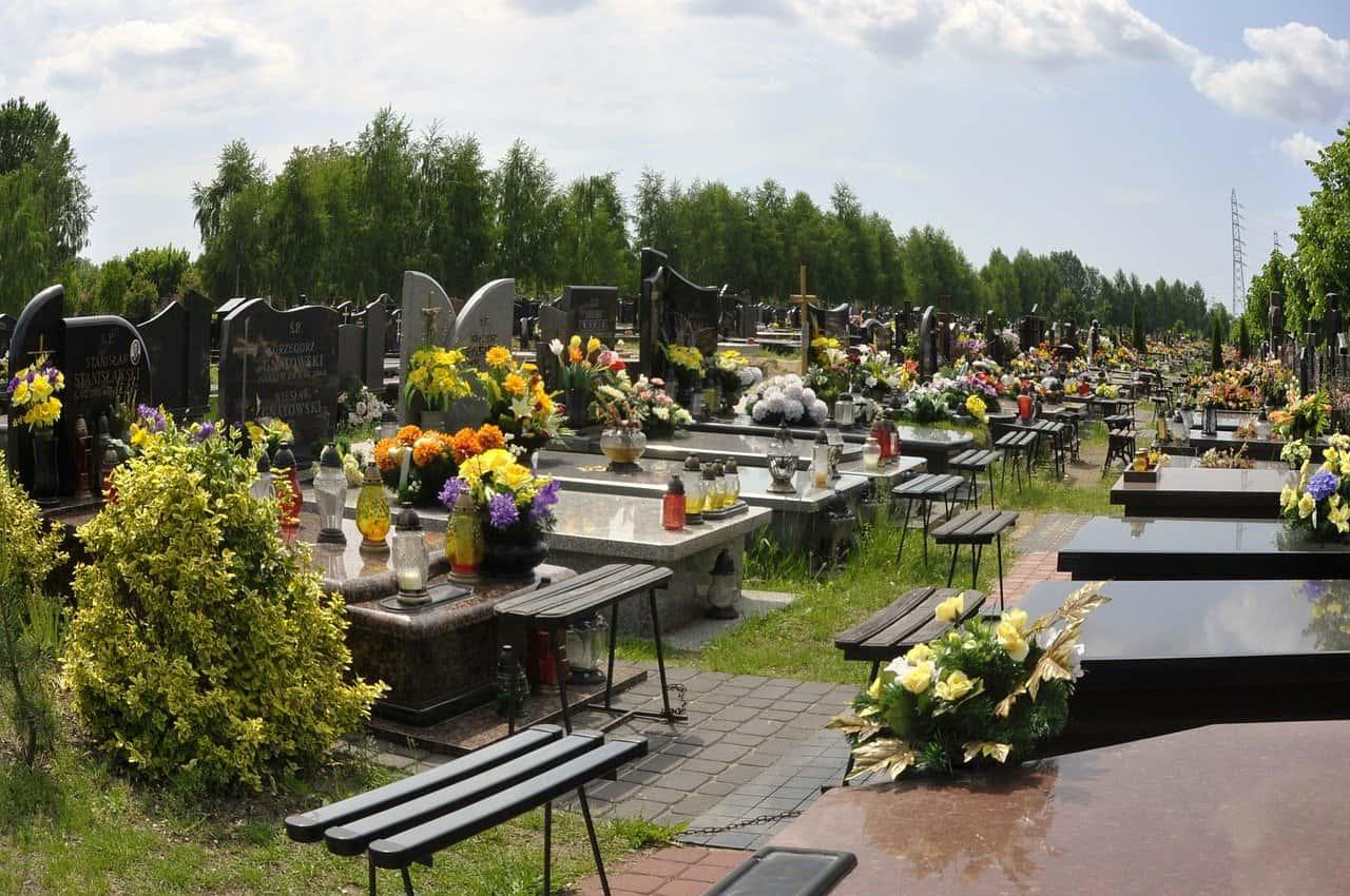 cmentarz, nagrobki